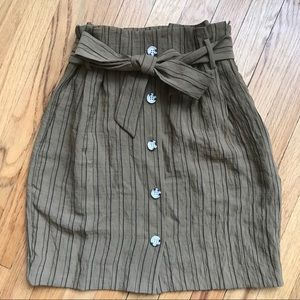 High waisted H&M paperbag skirt